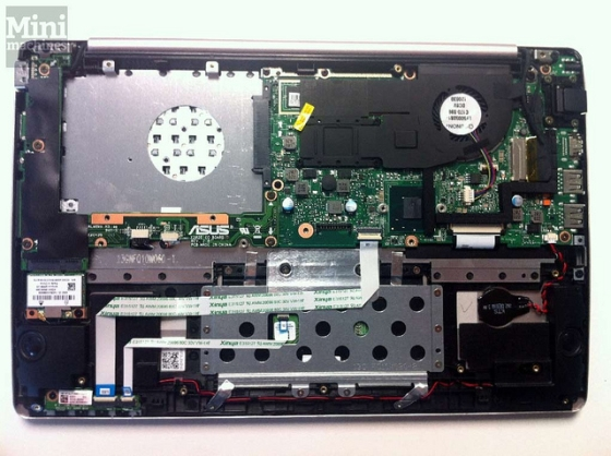 Asus VivoBook X202e dissected
