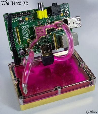 Hacker Builds A Water Cooled Raspberry Pi Case Because