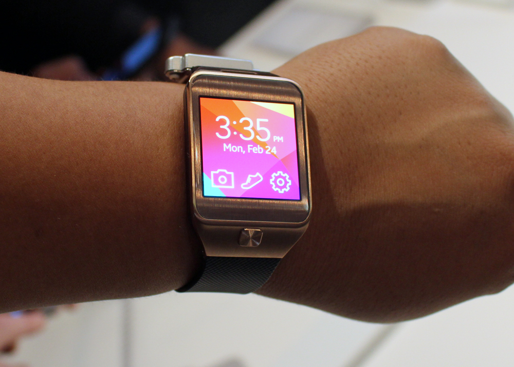 hands on samsung gear 2 and gear fit liliputing. Black Bedroom Furniture Sets. Home Design Ideas